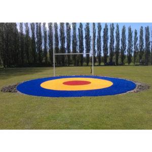 3-farbiges Target Green vor einem Rugby Tor
